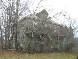 Old Abandoned House_Glenville NY by SolitaryGrayWolf