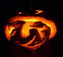 Seviper Pumpkin Carving by Aero-and-Cyndar