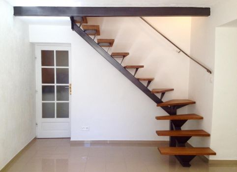 iron and wood stairs by ironwelding