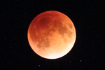 September 2015 Lunar Eclipse - Total 2 by harbingerdawn
