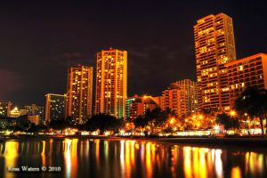 Honolulu at Night by rdw283