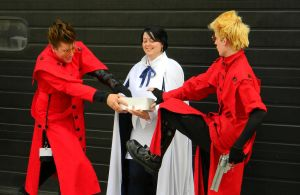 Trigun Donut Fight - ACen 2013 by EndOfGreatness