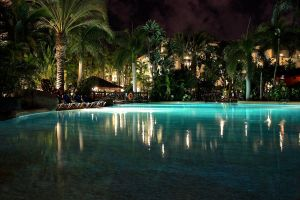 pool@night by LeopoldXXX