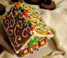 Gingerbread House Roof by Pinknihon