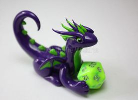 Halloween D20 Dragon by DragonsDust