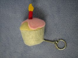 Pink iced cupcake keyring by Infernoferren