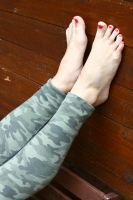 Franzi's toes by foot-portrait