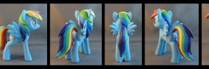 Rainbow Dash by krowzivitch