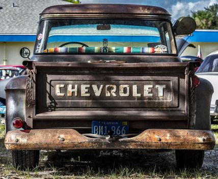 Chevrolet and a rusty bumper by Nutdeep