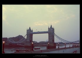 Tower Bridge by Werrny