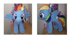 Rainbow Dash plush by Helgafuggly