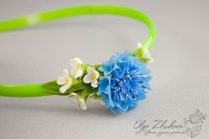 Wrap hair with a cornflower by polyflowers