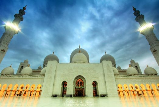 The cloudy blue hour by ahmedwkhan