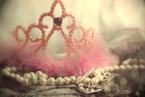 Crown by angie-scops