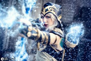 League of Legends Ashe Cosplay by Missyeru