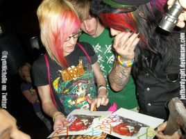 Dahvie looking at my artwork by KymmieCup