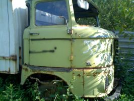 abandoned truck by 600v