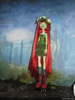 monster high custom repaint daughter of poison ivy by Rach-Hells-Dollhaus