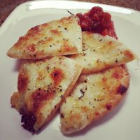 Cheesy Garlic Pita with Salsa by CookieCrispClan