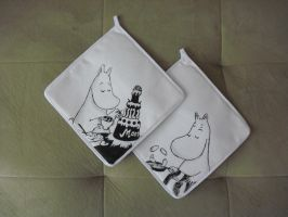 Moominmamma Potholders by estranged-illusions