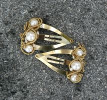 pearl twisty clips by magpie-poet