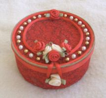 Recycled can-red and white by Vivienne-Mercier