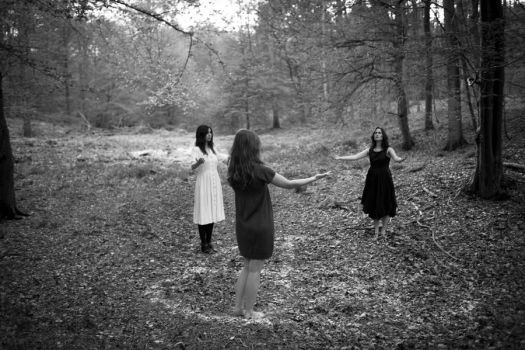 Witches in The Wood (1) by Alchimie-du-Verbe