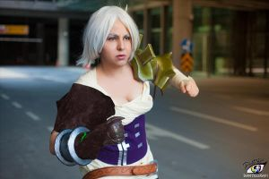 Classic Riven Cosplay by platypa