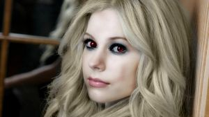 Vampire Avril (Retouched) by xRainingTearDropsx