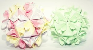 cherry blossom vs kiss of sakura kusudama by leezarainboeveins
