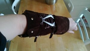 Vambrace aaaall done! by cebt