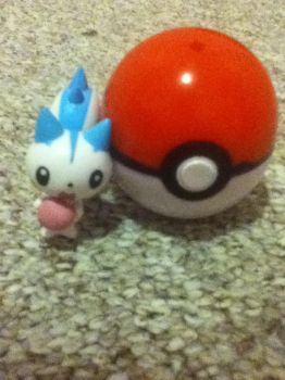 so i found my pokeball look who was inside by Cloudiaa