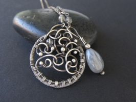 labradorite swirls necklace by annie-jewelry