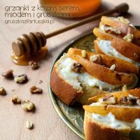 croistini with goat cheese, honey, walnuts andpear by Pokakulka