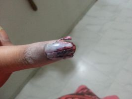 Zombie nail art for halloween by floriyon