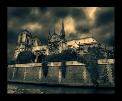 Notre-Dame by struckdumb