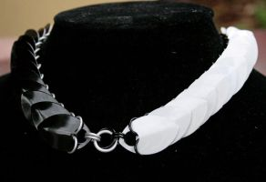 Yin-Yang Scale Collar by Ichi-Black