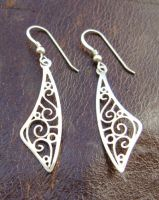 Scimitar earrings by GeshaR
