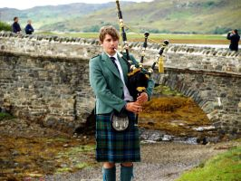 Bagpipe Boy by shutter-crazy