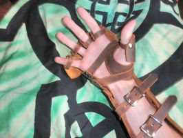 Brown leather gauntlets underside by SleepyMata