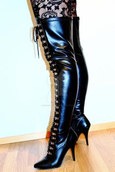 Thigh high boots by freeracketeer