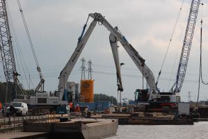 2 heavy crawler cranes by damenster