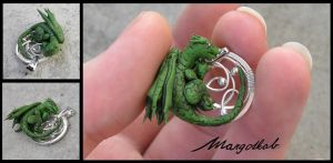 Dragon's pendant by margotkab