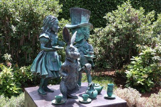 Alice in Wonderland Statue by Everis-Cale