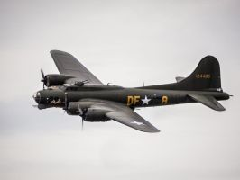 Boeing B-17G Flying Fortress Sally-B by amipal