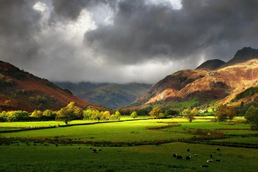 Langdale Pikes from Elterwater by Mohain
