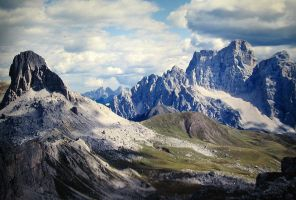 Mt. Pelmo from Nuvolau Refuge by spinngewebe