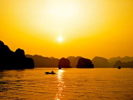 Sunsets in Halong Bay by porpierita