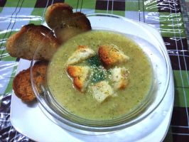 broccoli soup with crouton by plainordinary1