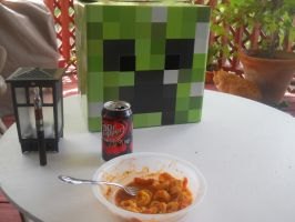 Lunch with Creeper. by Nara-Ousansamaki